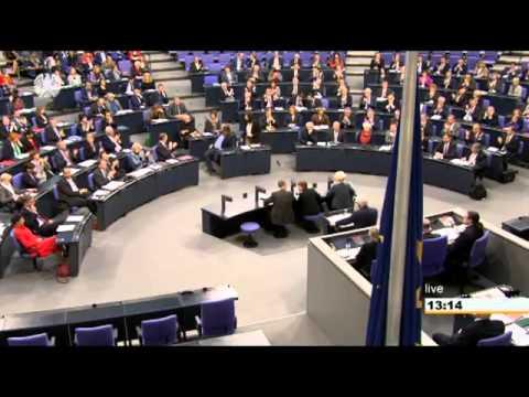 Außenminister Frank-Walter Steinmeier wirbt im Bundestag um Zustimmung zum Syrien-Mandat