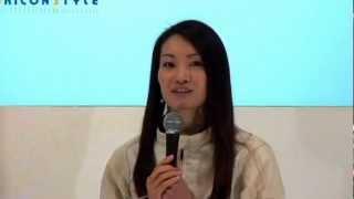 プロフィギュアスケーターの荒川静香が22日、東京ビッグサイトで開催中...