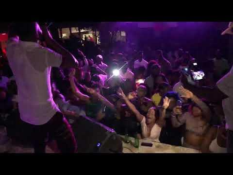Krazed fwaye live performance nan Rendezvous 33