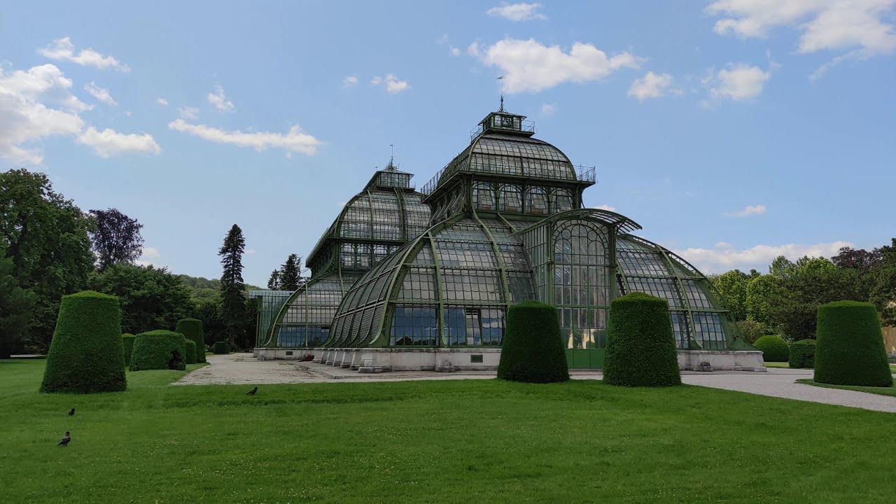 Palmenhaus Schloss Schönbrunn in Wien. Park Rosengarten. Xiaomi Mi Note 10. DJI Osmo Mobile 3 Gimbal
