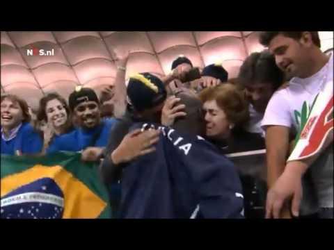 """Insolite : """"Super Mario"""" Balotelli va embrasser sa mère adoptive - Italie 2-1 Allemagne - Euro 2012"""