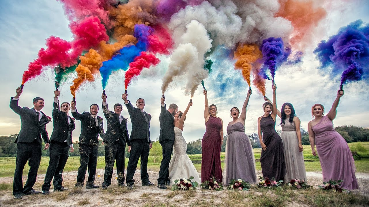COLORED SMOKE WEDDING PORTRAIT