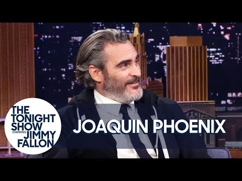Joaquin Phoenix Is Trying to Quit Smoking with Hypnosis
