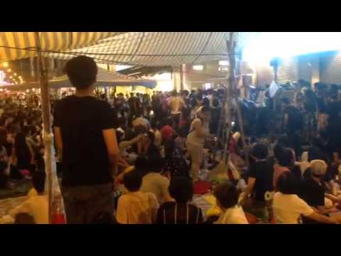 LIVE in Mong Kok: #OccupyCentral protesters sing Happy Birthday