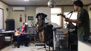 2018/08/19 定例会にて 実家に戻ってしまう木田さん遊びに。 素敵なギタ...