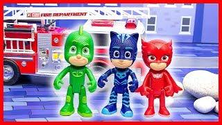 Герои в масках: видео с игрушками! Ромео разрушил город! Кетбой и Гекко спешат на помощь!
