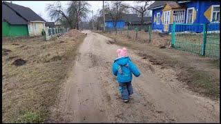 жизнь семьи в деревне, дом в  деревне,  из города в деревню