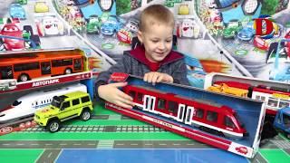 Открываем игрушки Городской транспорт. Видео про Машинки трамвай зелёный, метро и поезд игрушка