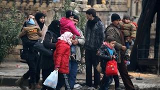 أخبار عربية | قوات الأسد تحتجز الاهالي على طريق #حلب