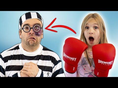 Amelia boxing adventure and a funny thief. Super fun!
