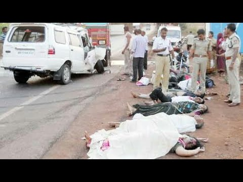 13 peoples died in a car accident o nh4 highway | Near sankeshwar | 5 cars back to back dashed