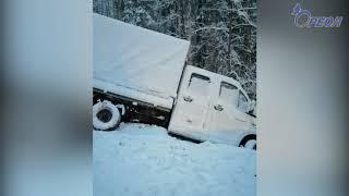 Соблюдай дистанцию! Водитель легкового автомобиля врезался в ехавший впереди него автобус