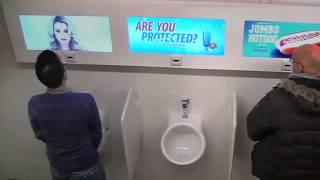 ЖЕСТЬ    Жесткий прикол над мужиками в туалете