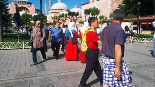 Кыргызстанцы в Стамбуле провели флешмоб национальной одежды