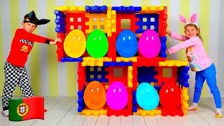 Vania e Mania finge brincar com ovos com surpresa