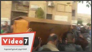 لحظة خروج جثمان يحيى الجمل من مسجد جامعة القاهرة لمثواه الأخير