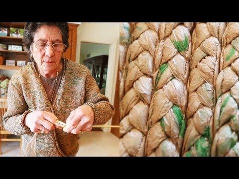 Бабушка вяжет из полиэтиленовых пакетов стильные и модные вещи