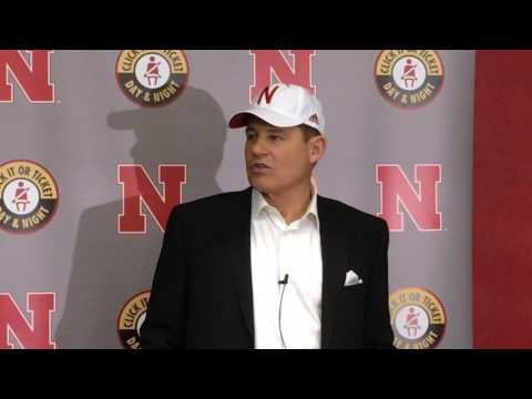HOL HD: Les Miles talks coaching, family, and Nebraska