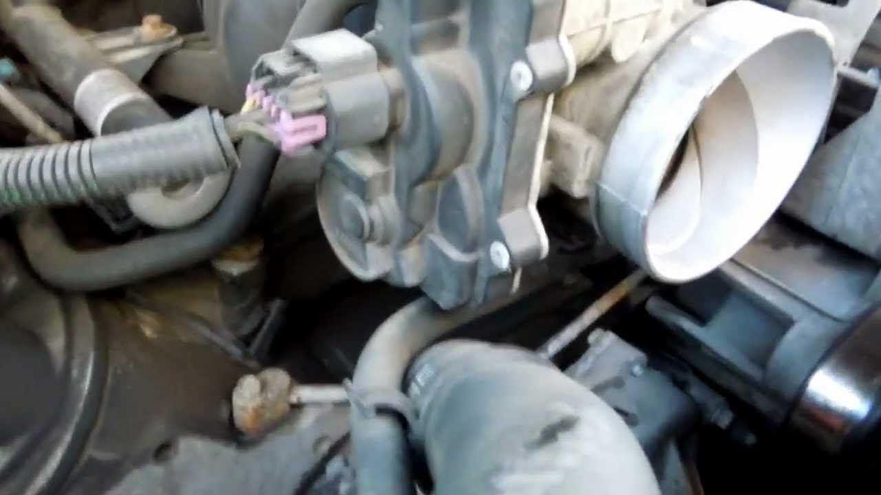 2004 Gmc Yukon Xl 1500 53l Throttle Body Position Sensor 2005 Silverado Engine Wiring Harness Tps Idle Air Control Iac Youtube