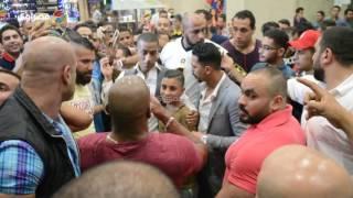 بالفيديو والصور- تدافع الجمهور على محمد رمضان لالتقاط الـ