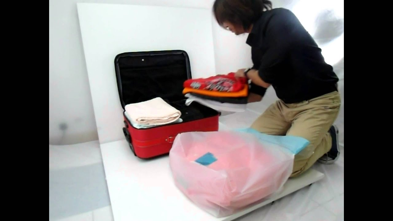 TR053 Travelling Hand Press Vacuum Storage Bag & TR053 Travelling Hand Press Vacuum Storage Bag - YouTube