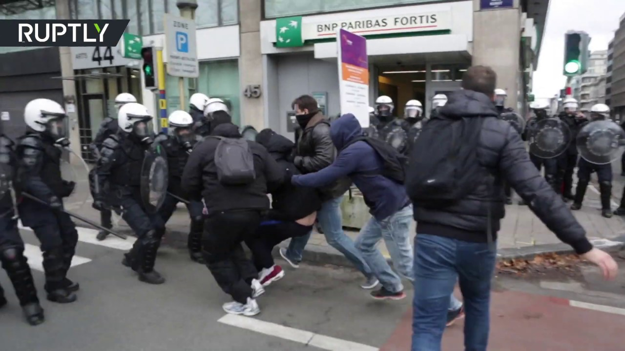 protests-in-brussels-turn-violent-as-yellow-vest-demontrators-hit-the-streets