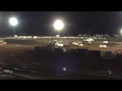 Doug Pitzer #22 Trophy Dash 10/1/16 4-cyl bomber Paradise Speedway Maui