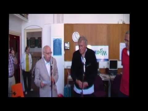Heemskerkse Aardbei CD overhandiging aan Piet Diemeer door Ton van Herpen