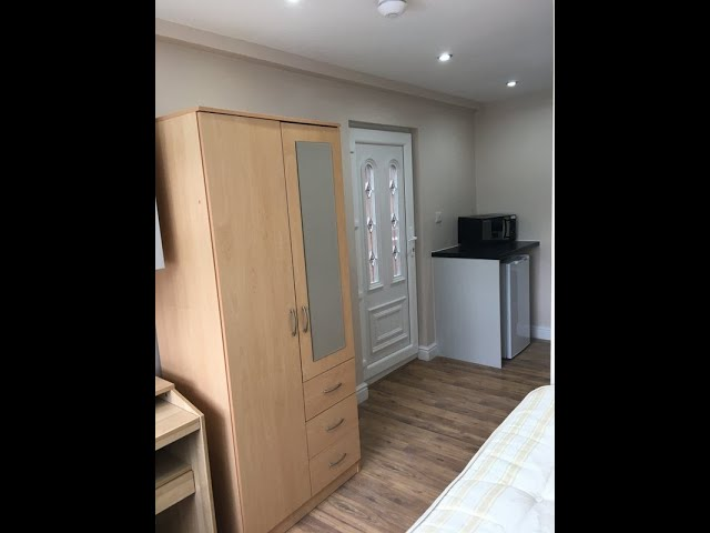 En suite room with kitchen near Warwick University Main Photo