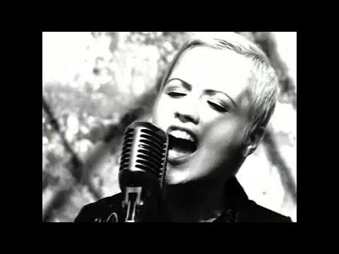 """Morreu Dolores O`Riordan, a vocalista dos """"The Cranberries"""""""