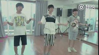 【TFBOYS王俊凱 Karry Wang】官方花絮 TFBOYS寵愛練習室清唱版