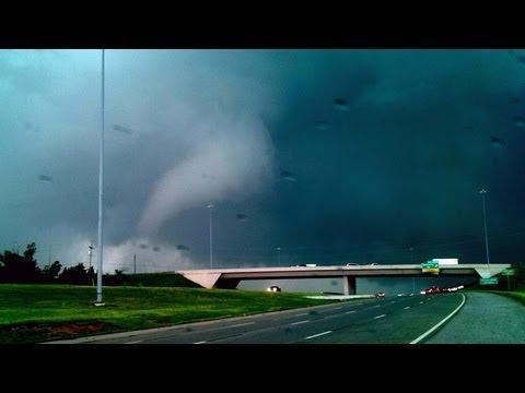 Tornado near Edmond, Oklahoma - May 19th, 2013