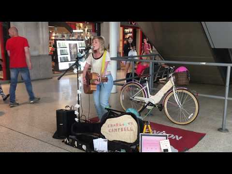 The Rembrandts, I'll be there for you, Friends TV theme (cover) - busking in the streets of London