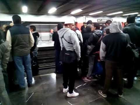Metro jamaica lleno de gente