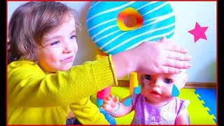 Makar makes bubble bath and bathes the doll