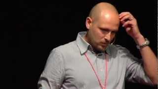 Il mercato del lusso come early adopter di alta tecnologia: Gianluca Insolvibile at TEDxPisa
