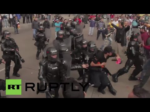 Brutal clashes in Colombia: 'Knight' armor police vs anti-Uber protesters blocking Bogota highways