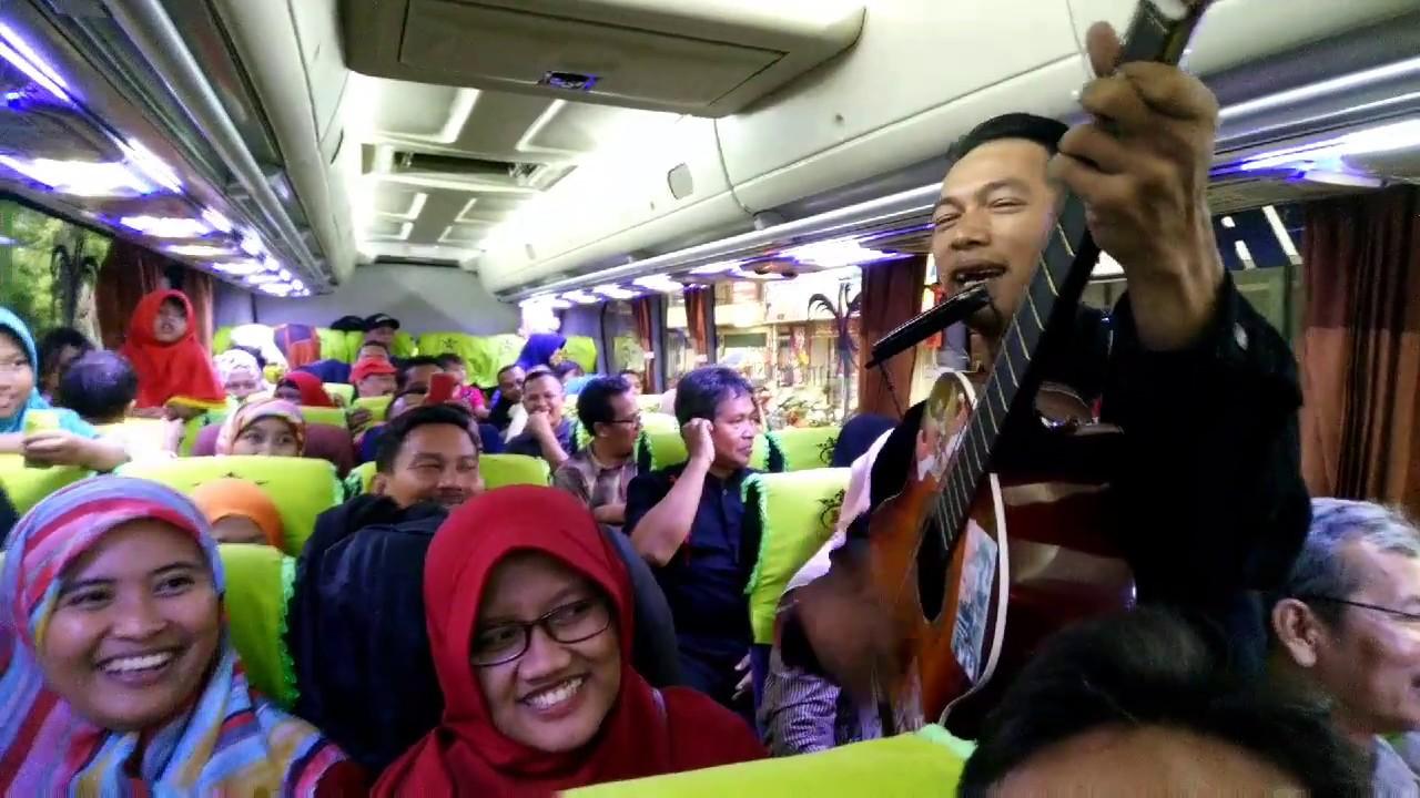 Pengamen Bandung liric bikin ngakak....