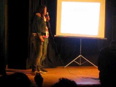 Melina y Nadia en el karaoke de la EIA #3 del INBA