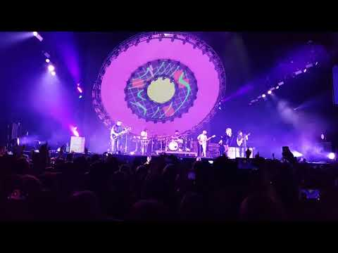Paramore - Rose Coloured Boy (Genius Of Love & I Wanna Dance With Somebody) Live At Manchester Arena