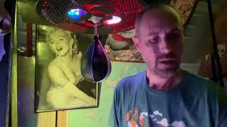 Speed bag drumming to Lady in Red With Jeff Thrasher