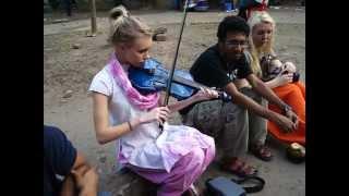 Laila spiller norsk folkemusikk