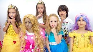 Nastya dan teman-temannya asyik berpesta di rumah