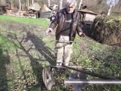 видео: Обработка огорода самодельными приспособлениями