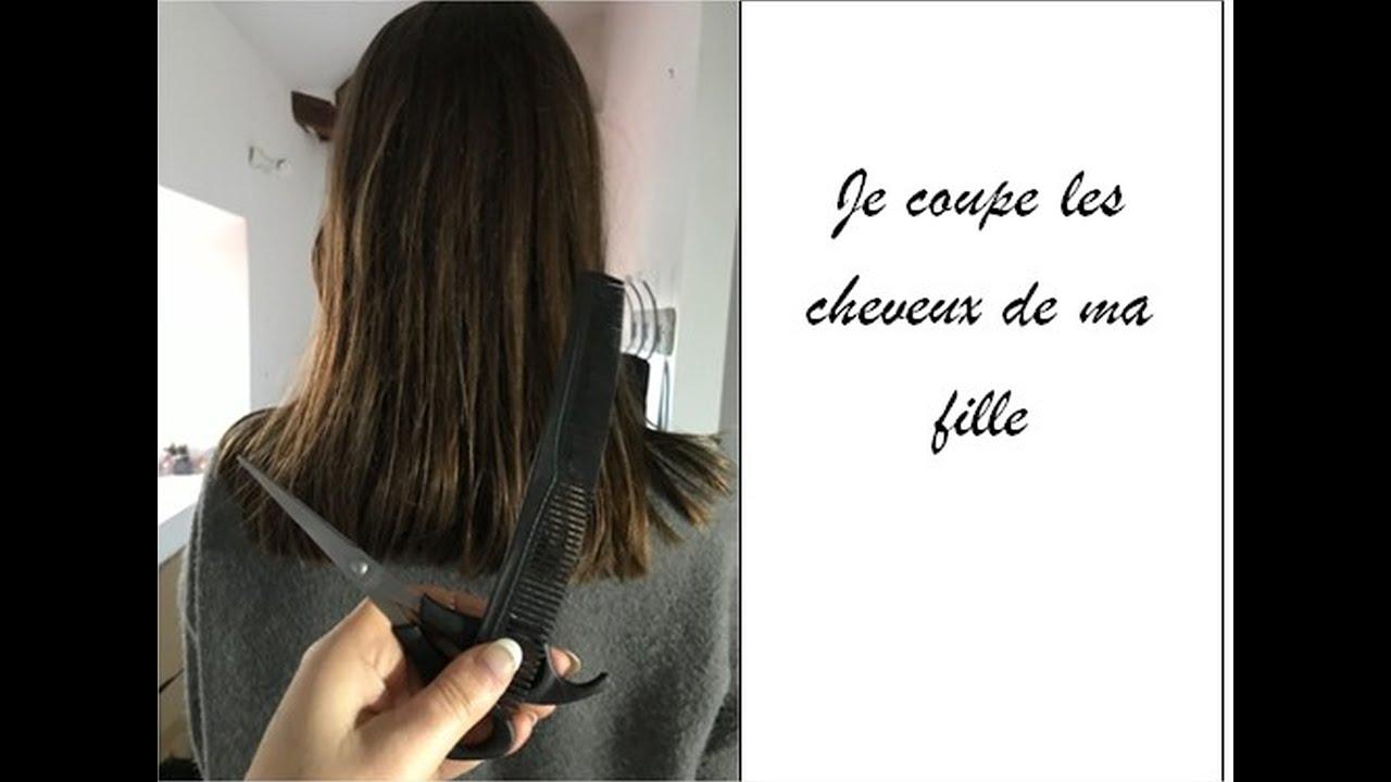 Je coupe les cheveux de ma fille