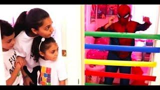 مفاجآت ألعاب أبطال حرب أعجوبة | في غرفة نومنا الأطفال غوريلا وردي عملاق Heidi و Zidan Compilation