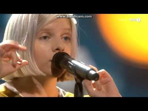 AURORA / HALF THE WORLD AWAY Live@Nobel Concert 2015