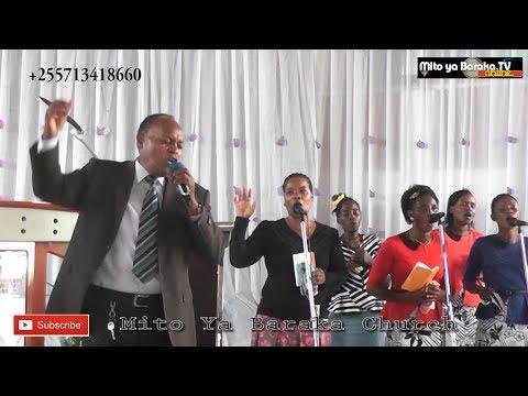 Bwana Mungu Nashangaa Kabisa -Absolom Mwalubalile Live At Mito Ya Baraka Church