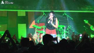 shruti pathak live performance