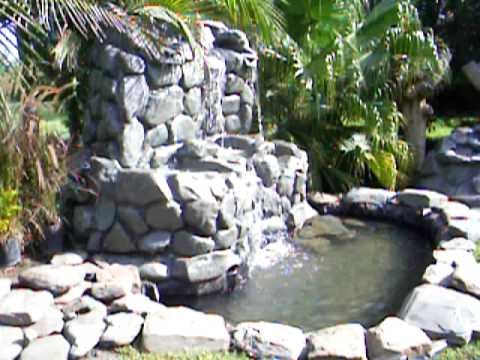 Dise o de jardines con cascadas artificiales youtube for Estanques artificiales para jardin